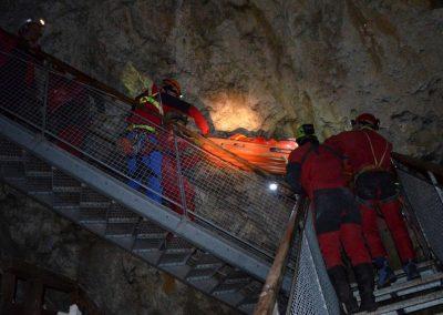 Gemeinsame Übung der Bergrettung Lackenhof und der Höhlenrettung NÖ 65